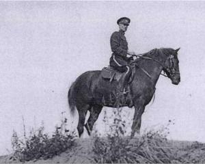 Evald Rätsep politseinikuna Ülemiste järve ääres 1940. aastal