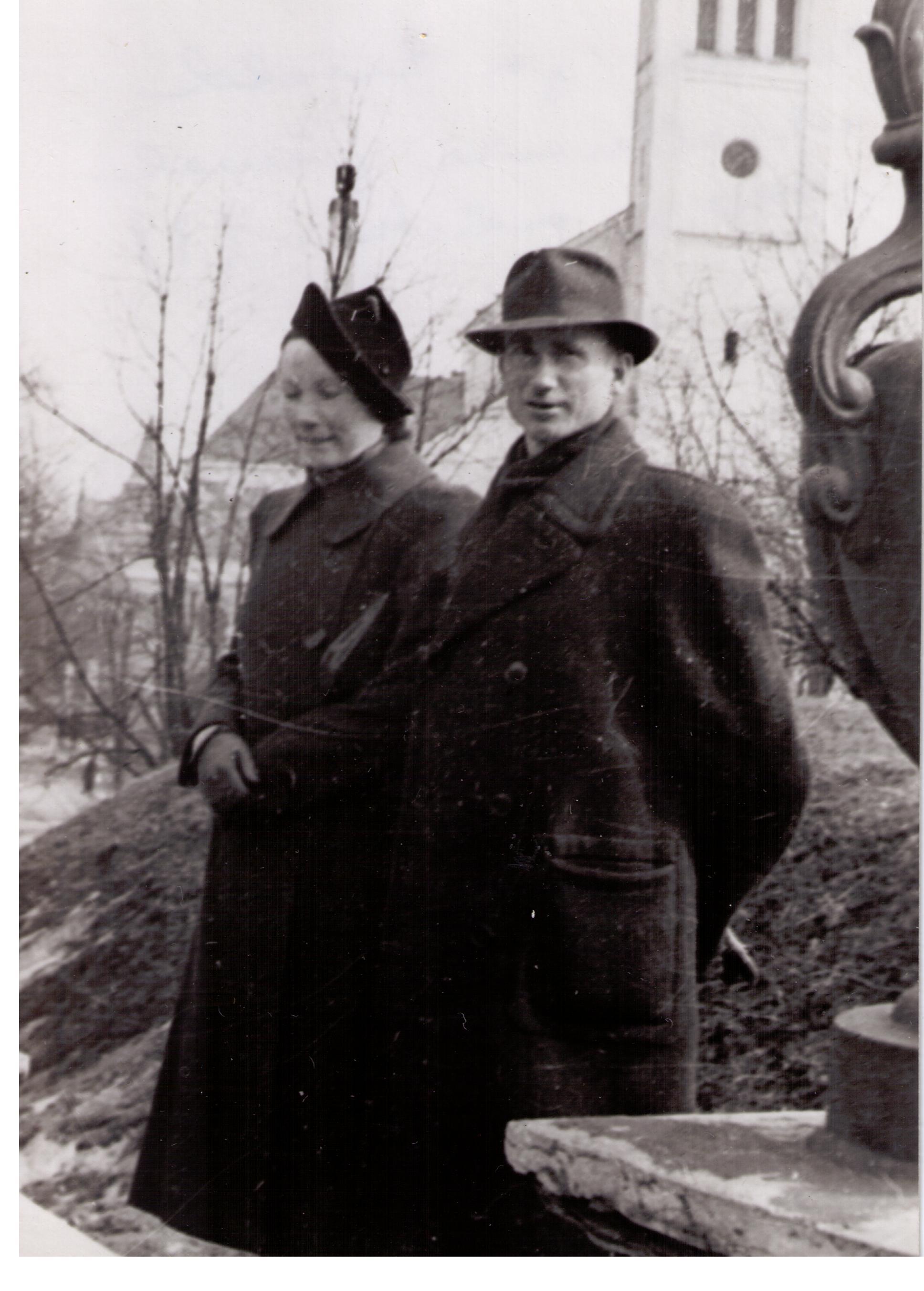Valli ja Evald abiellumise päeval 1940. aastal, arvatavasti märtsis